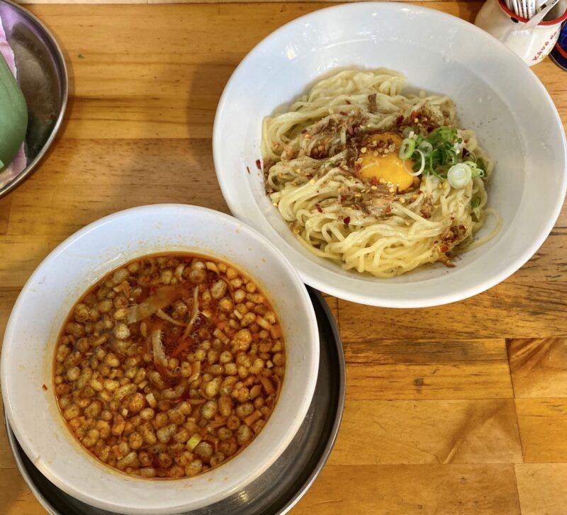 中華そばde小松 秋田県大仙市大曲丸の内 辛い鶏つけそば 生卵トッピング シルキー麺ver