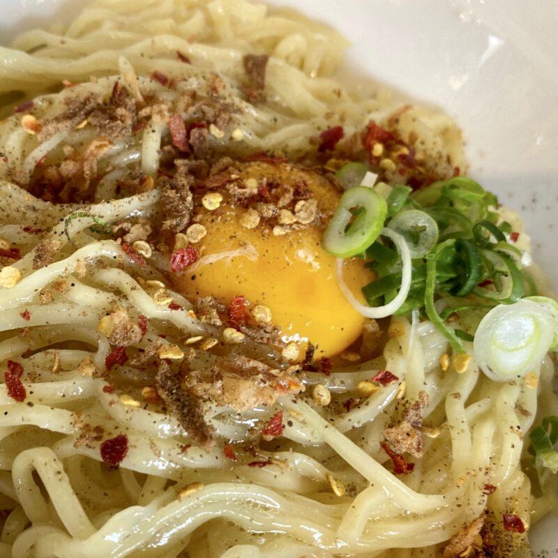 中華そばde小松 秋田県大仙市大曲丸の内 辛い鶏つけそば 生卵トッピング シルキー麺ver 具