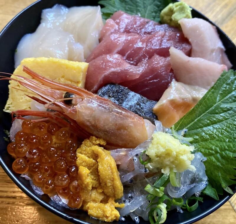 魚河岸 にし与 うおがし にしよ 静岡県沼津市千本港町 にし与丼 11種類の海鮮丼
