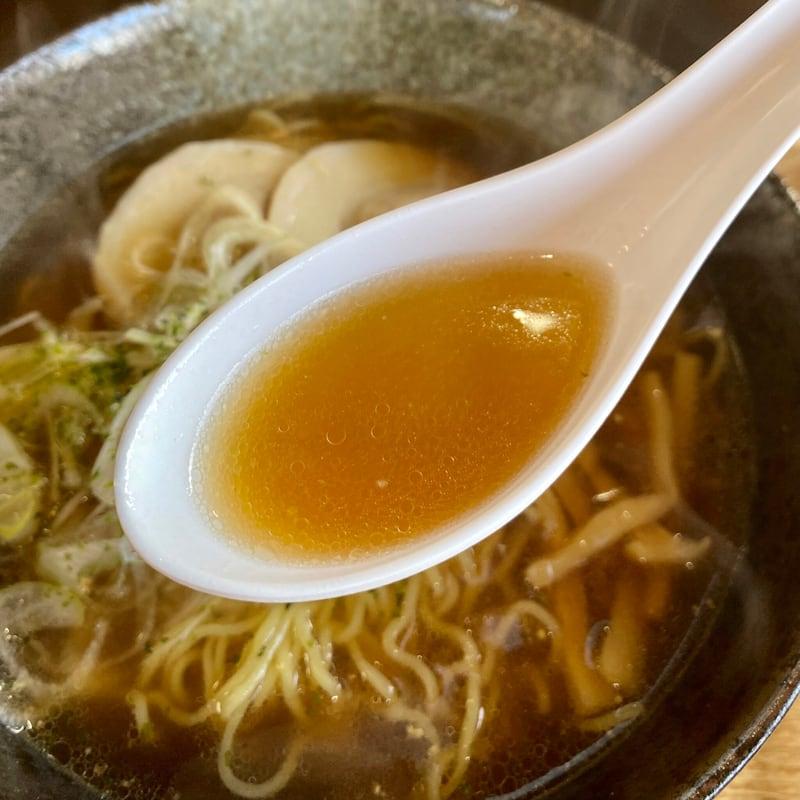 鹿の浦食堂サザエさん 秋田県山本郡八峰町八森 白神ねぎラーメン しょうゆ 醤油ラーメン スープ