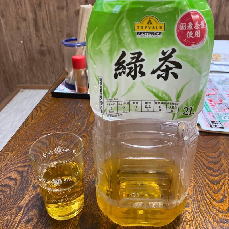 横町食堂 秋田県由利本荘市東町 お冷や 緑茶ペットボトル