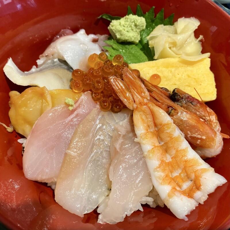さかなや 中央食堂ヤーや 秋田県にかほ市金浦 にかほ陣屋内 魚屋さんの海鮮丼